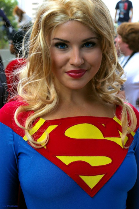 supergirl cosplays (10)