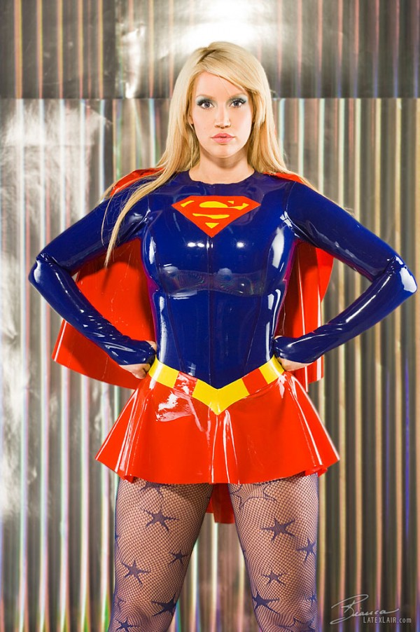 supergirl cosplays (15)