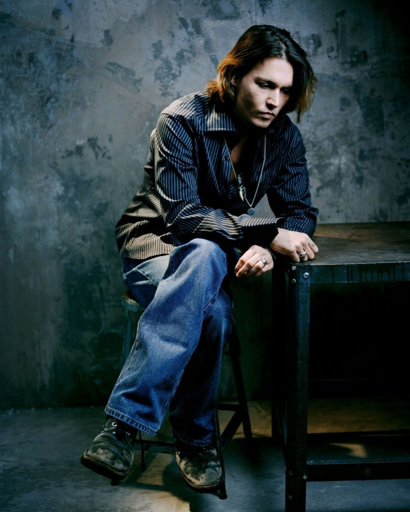 PImage NEW YORK - MARCH 15: Actor Johnny Depp poses for a portrait shoot on March 15, 2004, in New York. (Photo by Lorenzo Agius/Exclusive by Getty Images)