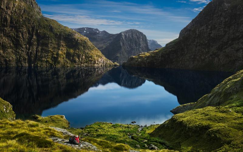 Preicioso lago entre las montañas