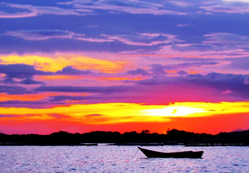 playa-atardecer-cielo-de-colores-wallpaper