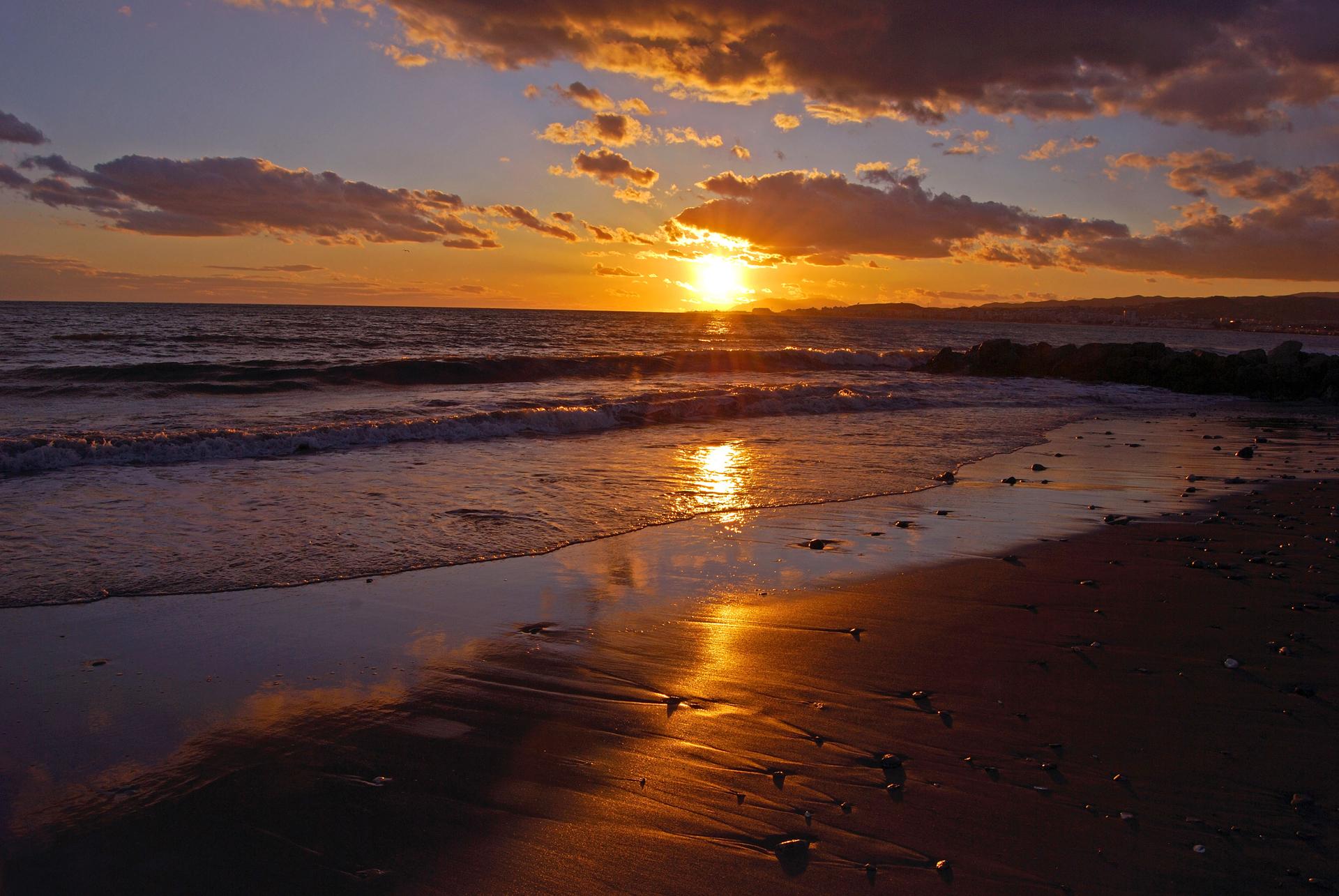 playa-atardecer-mediterraneo-sol-foto-1.jpg