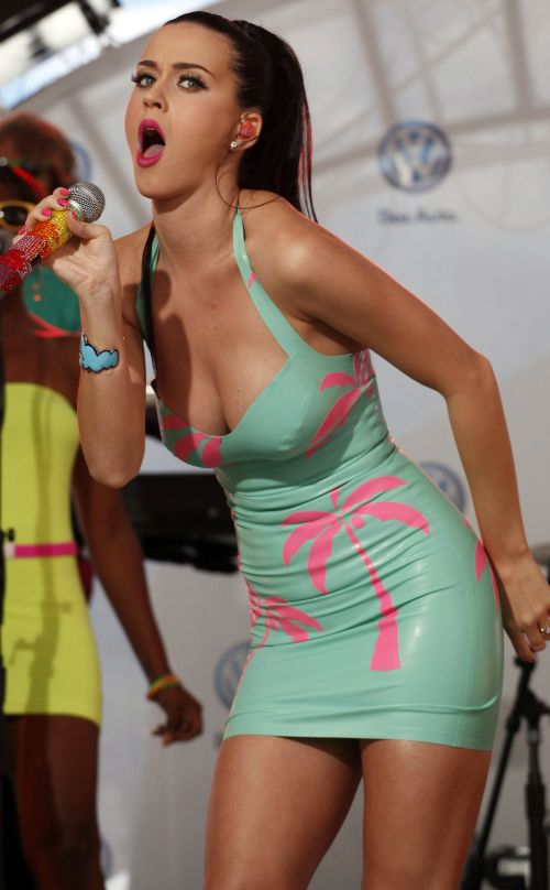 katy-perry-cantando-fotos
