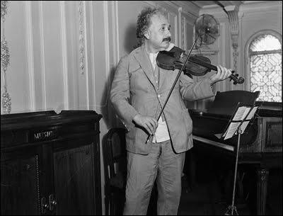 Albert-Einstein (18)