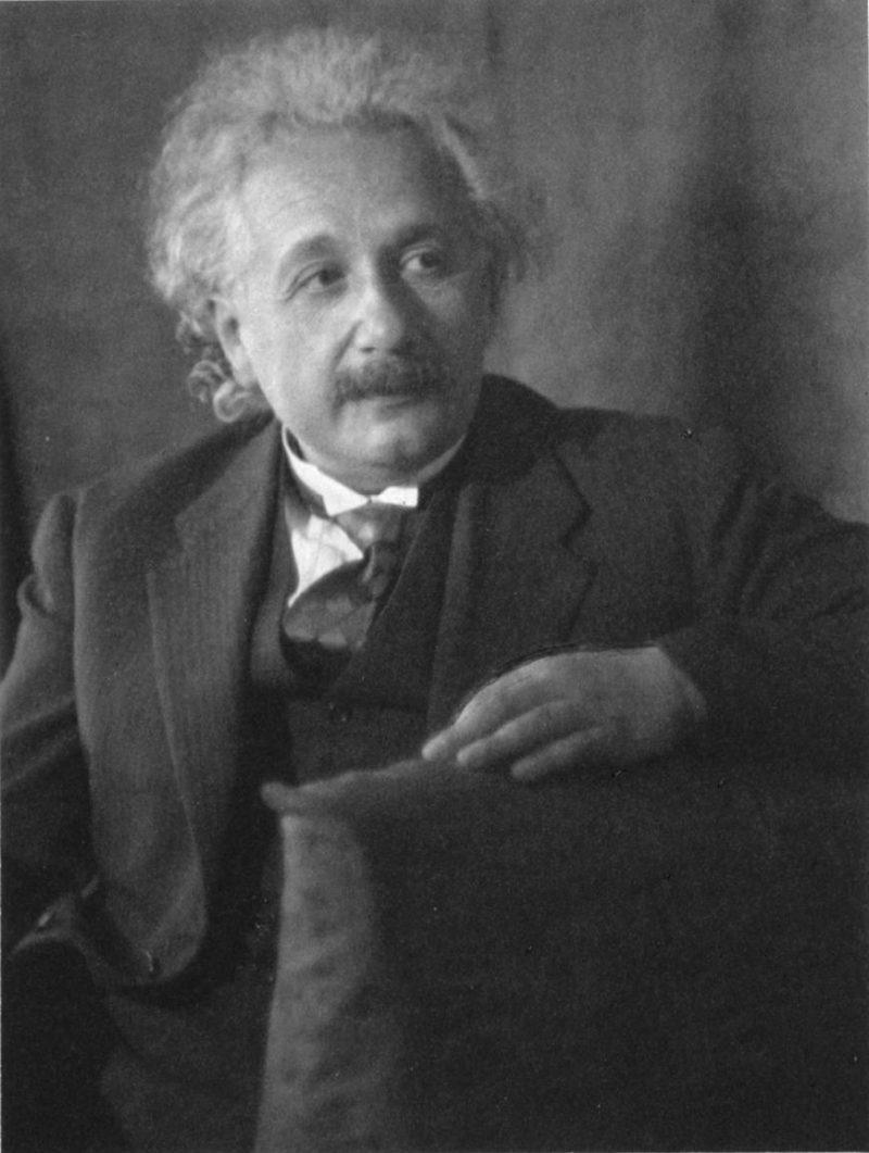 Albert-Einstein (2)