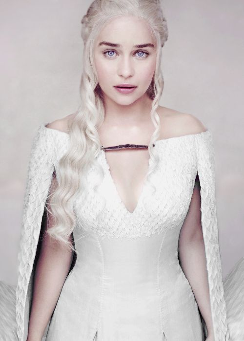 Emilia-Clarke (1)