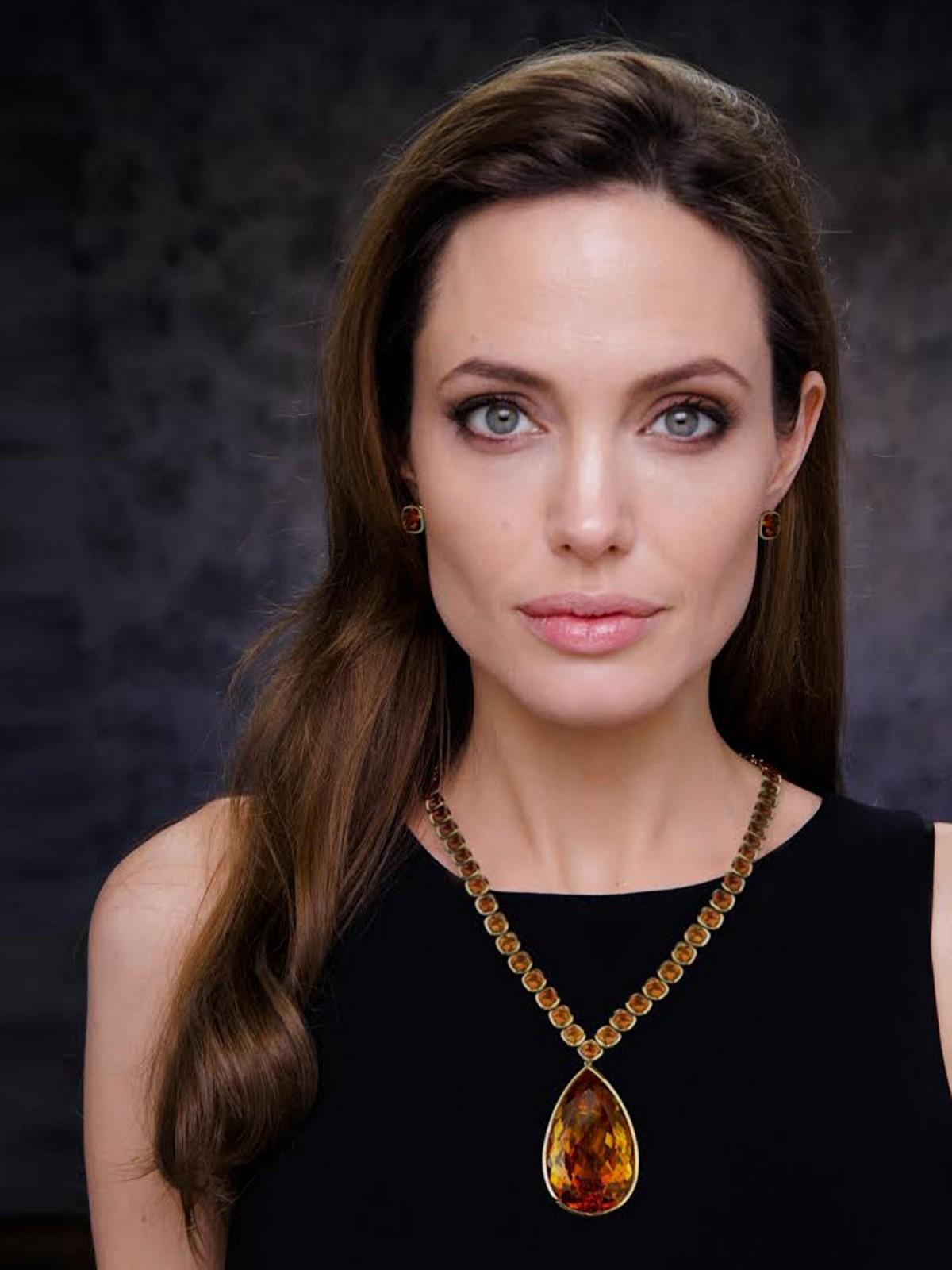 Angelina jolie ver foto chica desnuda gratis 18