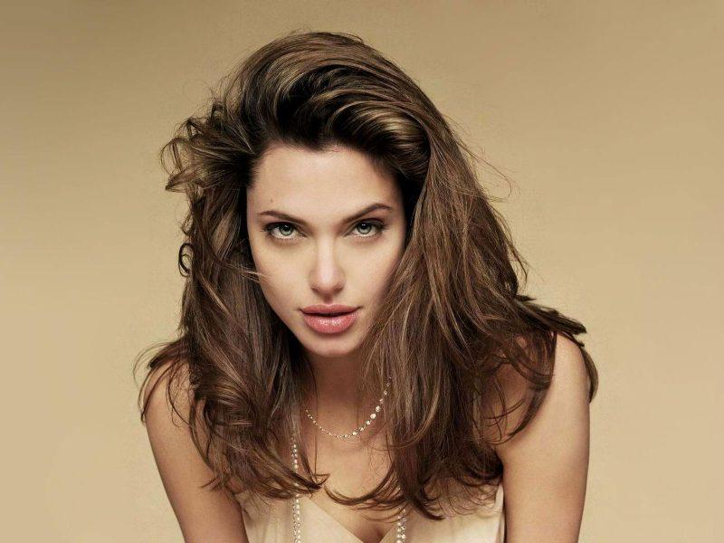 Angelina Jolie joven