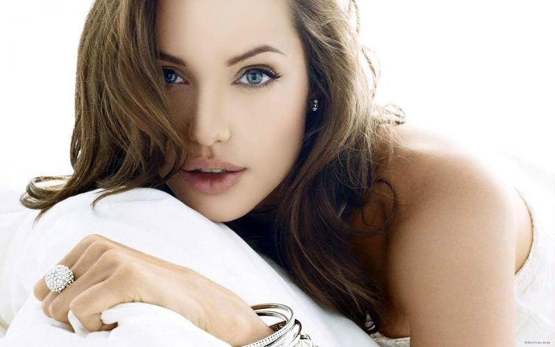 Rostro angelical de Angelina Jolie