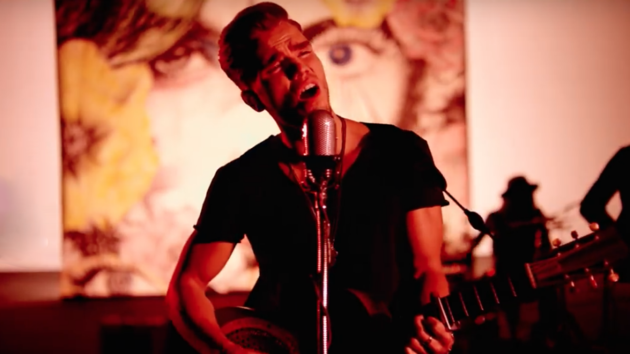 Vídeo Musical Way Down We Go de Kaleo
