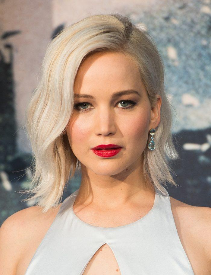 Jennifer Lawrence con pelo blanco