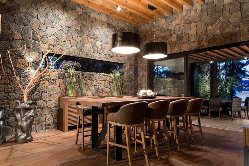 Fachadas de casas de piedra modernas cl sicas y minimalistas for Piedra para decorar paredes interiores